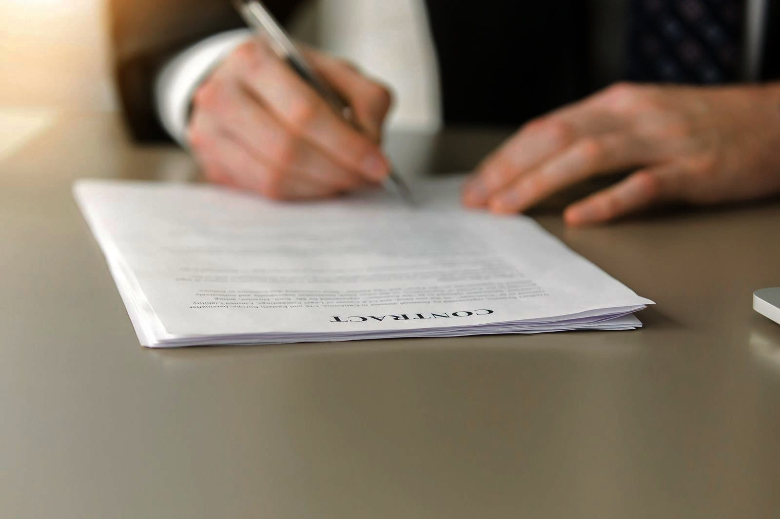 The Basics of a Wholesale Real Estate Contract and How to