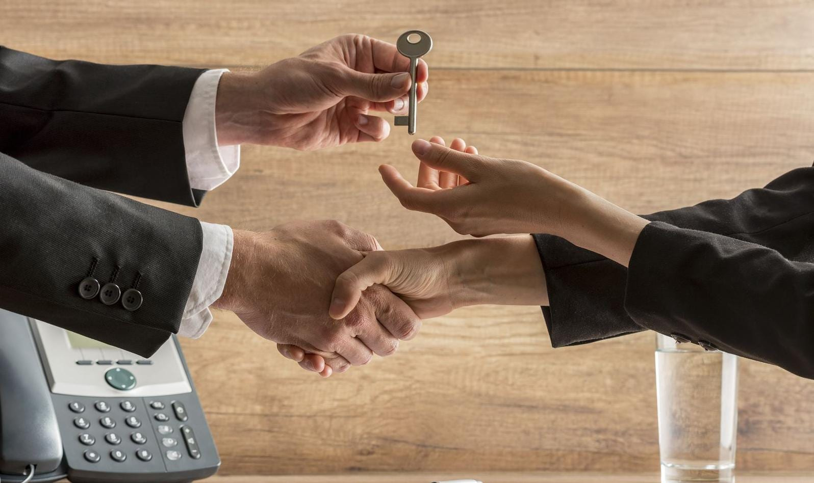 Should Real Estate Agents Work with Investors or Homebuyers?