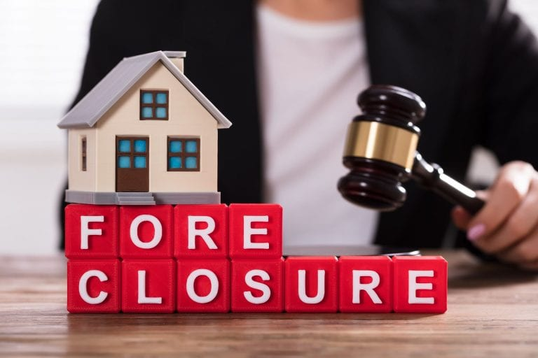 what's the difference between a short sale vs foreclosure