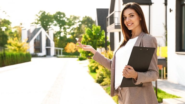 steps to becoming a luxury real estate agent