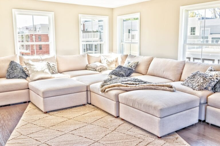 sell your fix and flip fast by staging it