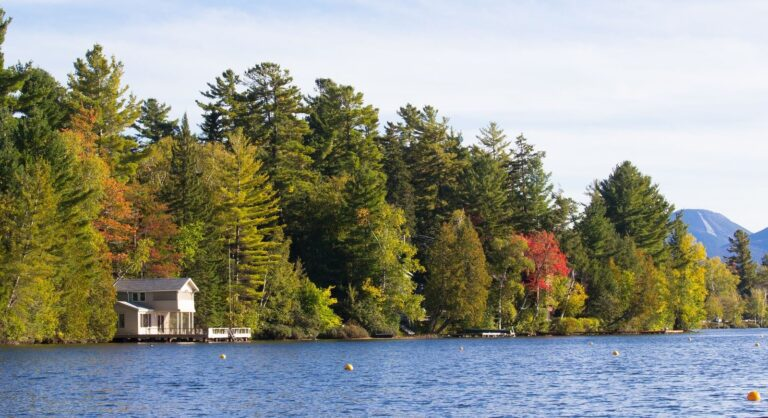 Buy a lake house in these towns